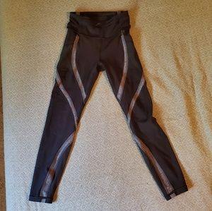 Lululemon Wild Twist 7/8 Leggings Size 4